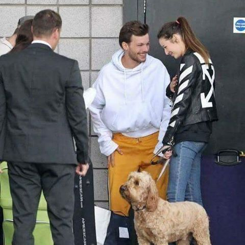 Elounor smiling at each other with Bruce. What a happy family. :)