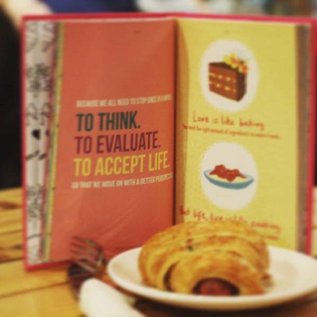 Sempurna itu bukan berarti semuanya tersedia dengan cantik.  Sempurna itu sederhana.  Siap sedia untuk mendengarkan dan menerima cerita baru.  Semoga mengenyangkan pengalaman dan menjadi nutrisi penguat tubuh.  coretanawesome.wordpress.com #book #goodbook #learn #photo #food #foodphoto #givethanks #inframe #goodpeoplegoodtimes #goodpeople #sbyfood