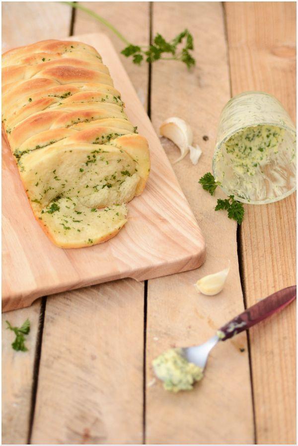 Pain brioché au beurre d'ail et persil ( façonnage feuillets) - Cerise & Compagnie