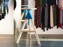 Sgabelli Tom, in legno massiccio con blocchi di colore #sgabello #legno #colore #stool