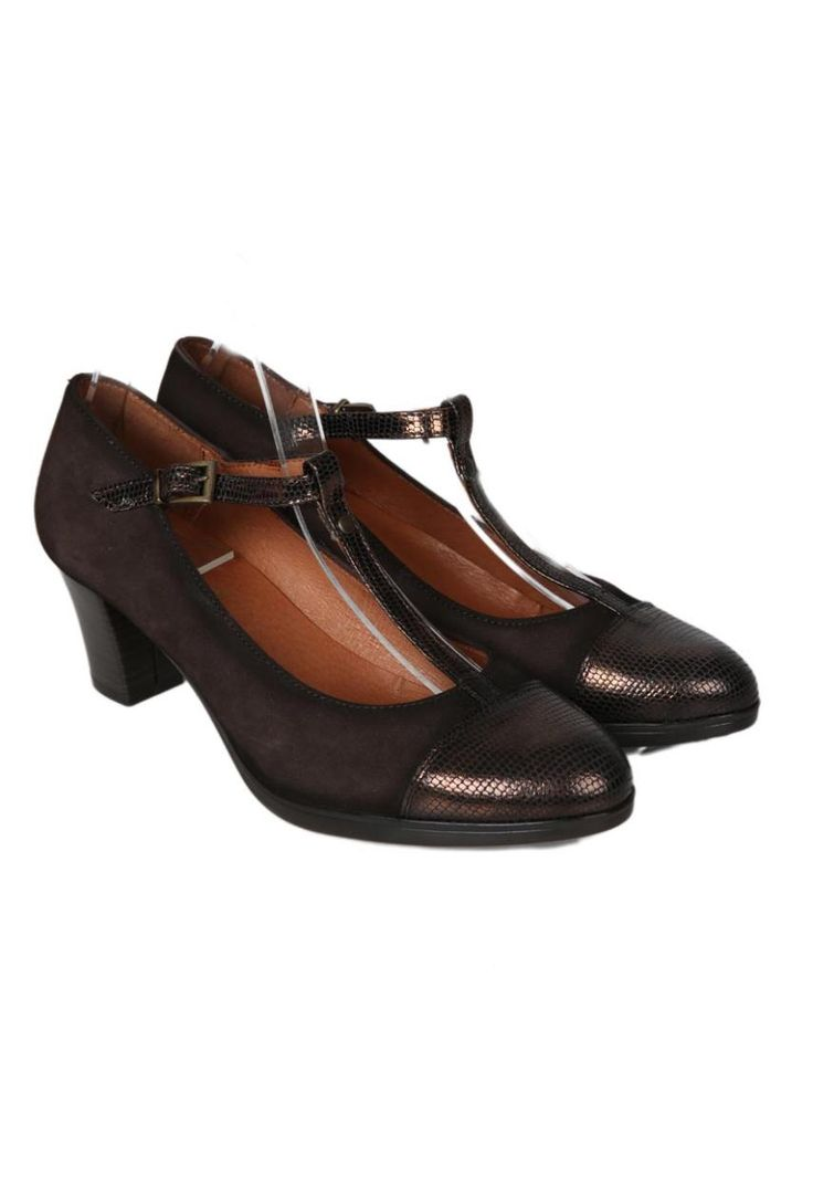Zapatos Mary Jane de tacón de la marca Strover | Material exterior: Piel/Charol | Forrado interior: Piel | Plantilla: Piel | Suela: Goma | Altura: 6 cm de tacón | Hecho en España.