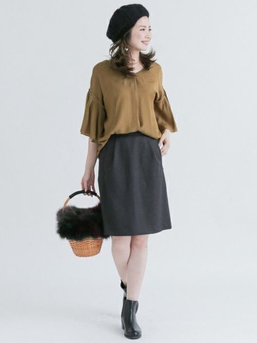 キャメル×チャコールグレーの秋コーデ◎  ボリュームスリーブと台形スカートが大人の可愛げな印象に♪