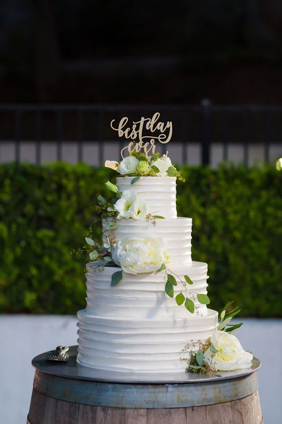 LOVE This Wedding Cake Includes Fresh Flowers By The Flower House San Francisco Bay Area Florist