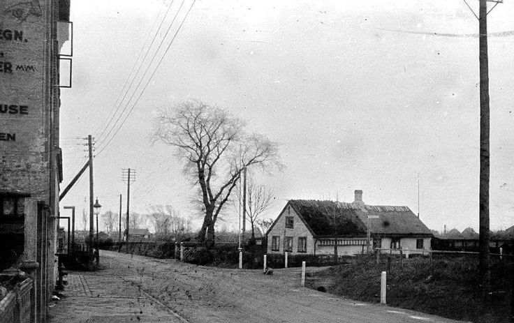 Tingvej i december 1932, med Raagaardsstræde til venstre og Grønjordsvej til højre. Foto Erik Johansen.