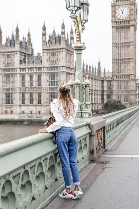 Mom Jeans kombinieren: So siehst du in der Trend-Hose umwerfend aus!