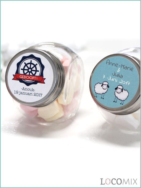 Candy Jars zijn kleine glazen potjes die gevuld worden met doopsuiker snoepgoed! Het concept is inclusief gepersonaliseerde sticker, dus kies jullie favoriete ontwerp en laat het door onze vormgevers naar wens opmaken!