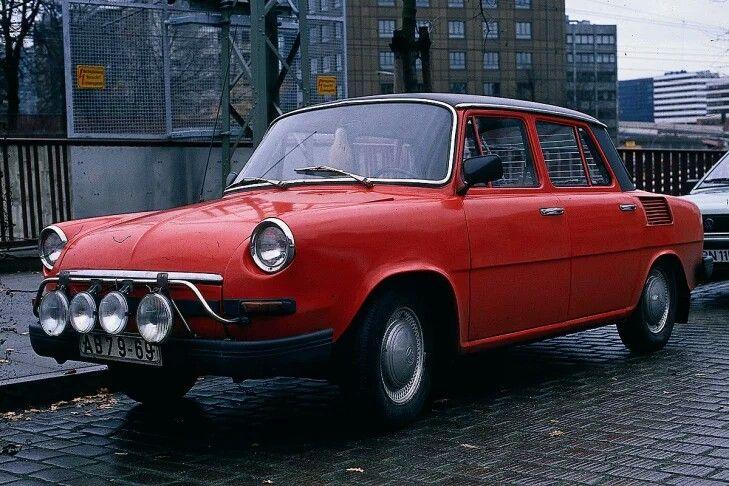 Sehr beliebter Importwagen in der DDR: der Skoda 1000 MB, der auch in Westdeutschland verkauft wurde. Nach dem Patentrezept aus Wolfsburg setzte Skoda in den 60er-Jahren auf Heckmotoren. 1964 erscheint der erste Skoda mit Heckmotor und Hinterradantrieb. MB steht für Mladá Boleslav, das ist der Standort der Produktion.