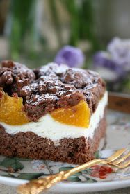 Połączenie kruchego, mocno kakaowego ciasta z delikatną waniliową pianką i soczystymi brzoskwiniami to gwarantowany efekt wizualny i smakowy...