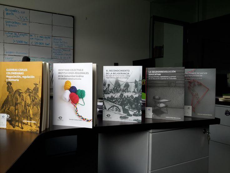 Estas son algunas portadas de nuestra colección de Ciencia Política. Foto: Jhon Meza