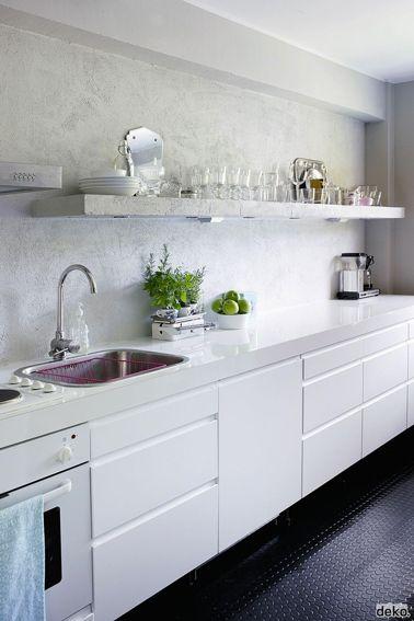 une cuisine ouverte sur le salon o le blanc laqu des faades des - Galeere Kche Einbauleuchten Platzierung