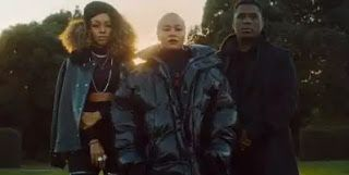 LV VIDEO: Emeli Sandé ft Jay Electronica & Áine Zion  Garden   Whatsapp / Call 2349034421467 or 2348063807769 For Lovablevibes Music Promotion   Emeli Sandé ft Jay Electronica & Áine Zion  Garden Emeli Sandé is fresh off the release of her new album Long Live The Angels and now she quickly follows up the video for Breathing Underwater with a clip for the Jay Electronica and Áine Zion-assisted cut Garden. Garden is one of my favorite songs on the album and we wrote it about two years ago…
