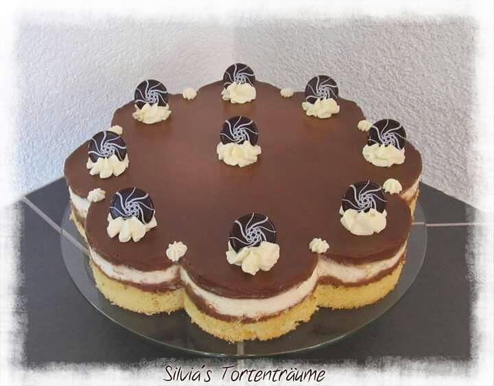Silvia's Tortenträume: Milka-Torte Milka-Schokolade Bananen Sahne Rezept https://www.facebook.com/SilviasTortentraeume/posts/902173293216993
