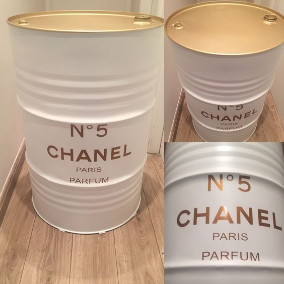 Tonel Chanel branco com dourado: