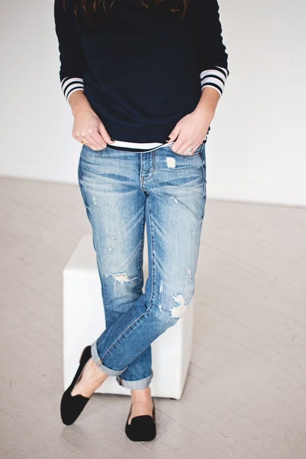 Flat shoes are often a good choice for the casual boyfriend jeans style: converse sneakers emphasise the masculine air, whilst flat or low-heeled sandals make a superb summer option. The Feminine Boyfriend Jeans Look.