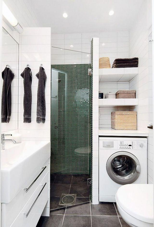 Une petite salle de bains qui mise sur la douche d'angle !