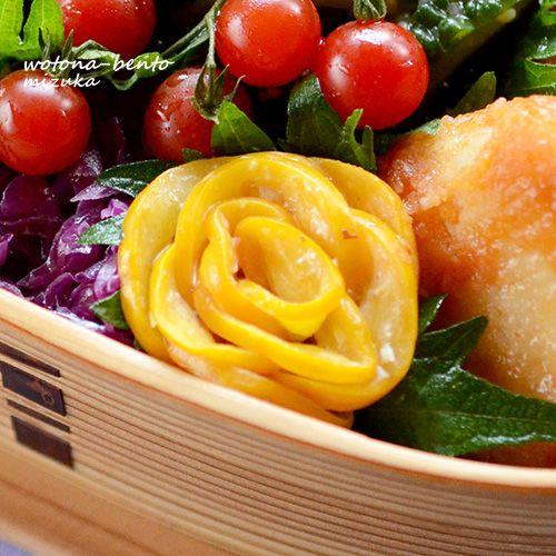 金曜恒例、花金弁当ヽ(´▽`)/月イチ恒例の「海苔巻かず」のお花ご飯で、おはようございます!今日は珍しく白米で(*´艸`*)・チキンのピリ辛ケチャップソース・茄子の照り焼き・ゴーヤのナムル・ズッキーニのおかかマヨわさび・お好み焼き風味玉・紫キャベツのマリネ・人参ラペ・お花玉子・海苔巻かず>>お弁当ブログランキングお弁当人気ブログランキング...