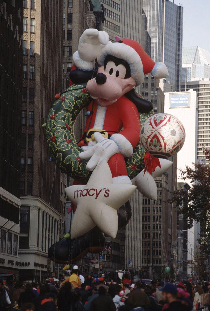 Santa Goofy Balloon's test flight before the 1992 Macy*s Thanksgiving Day Parade