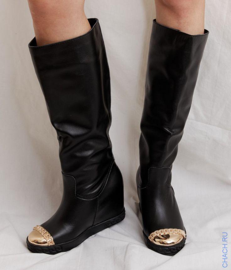 Сапоги Casadei (Касадеи) кожаные черные, с золотистым твердым носом