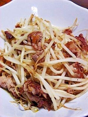 「簡単タイ料理 モヤシと豚肉のナンプラー炒め」ナンプラーと豚肉はよく合うんですよ。これだけで簡単にタイご飯ができます。やさいがたっぷりでヘルシーです。【楽天レシピ】