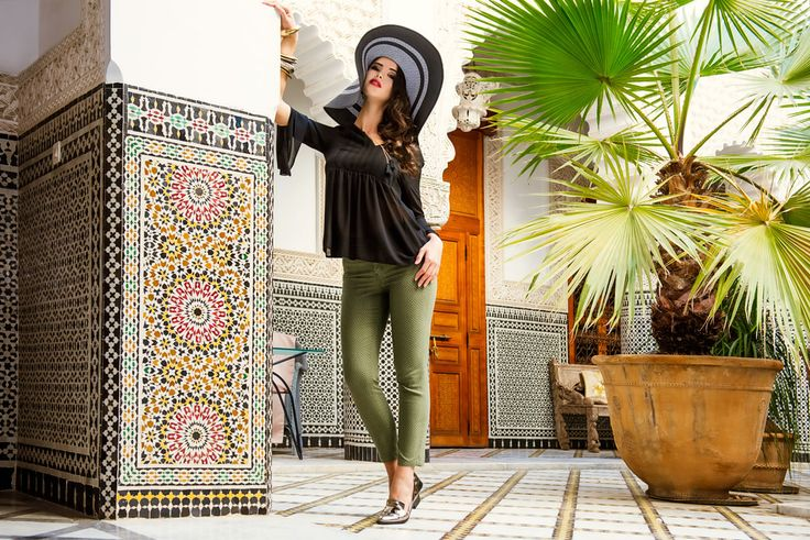 MARRAKECH 2017 #newcollection #springsummer #ss #chiaradalba #marrakech #jeans #denim #skinny #application #tasche #strass #semplicità #woman #outfit #oodd #outfitoftheday #pantaloneverde #green #camicetta #nera #volant #elegant #outfit