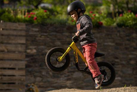 New Born Riders. Comprar bicicleta para niños Commençal Ramones 12 Amarillo 2017 https://www.newbornriders.com/commencal-ramones-12-amarillo-2017.html