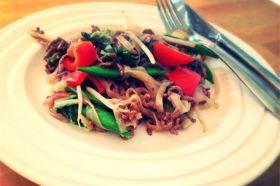 Pad Thai Saus met Gehakt en Rijstnoedels