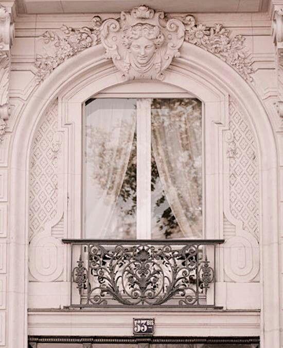 Window in Paris... COUCOU !