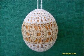 Ręcznie robione akcesoria: dekorowanie jajek wielkanocnych