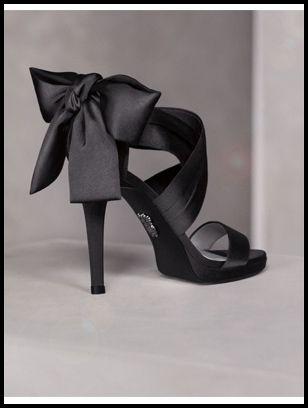 arkası fiyonklu topuklu ayakkabılar saten topuklu ayakkabı modelleri siyah saten topuklu ayakkabı abiye ayakkabı modelleri düğün için topuklu ayakkabı nişan için topuklu ayakkabı kombin önerisi ne giydim blogları ne giysem Moda Onsuz Yapamaz / Topuklu Ayakkabı