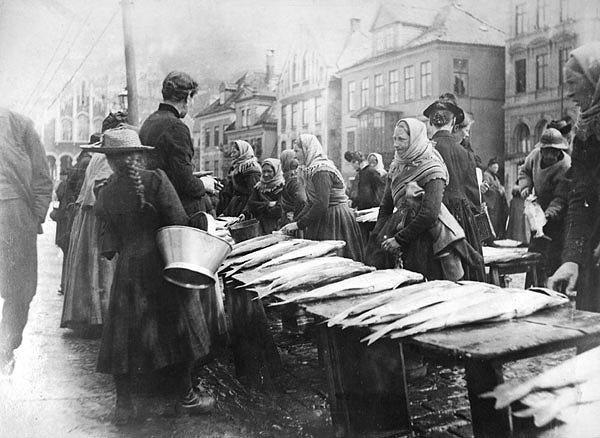 Fishmarket in Norway, Bergen, 1880-1890 by Knud Knudsen