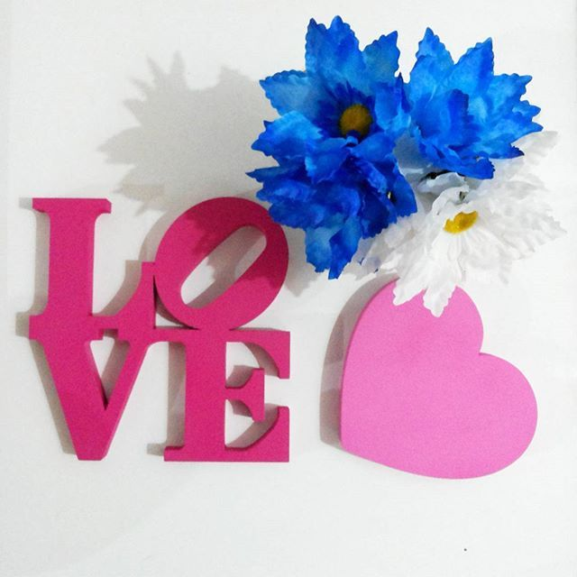 In love  Mimo da @ddmatheus07.  #AtelierOliveart #LoveDecor #Artesanato #mdfdecorado #palavrasdecorativas #loveny #Love #encomenda #amomuitotudoisso