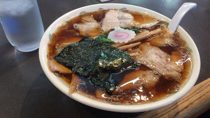 新潟県長岡市の青島食堂のしょうが醤油のチャーシュー麺。スープがものすごく身体を温め健康的にもお勧めします。