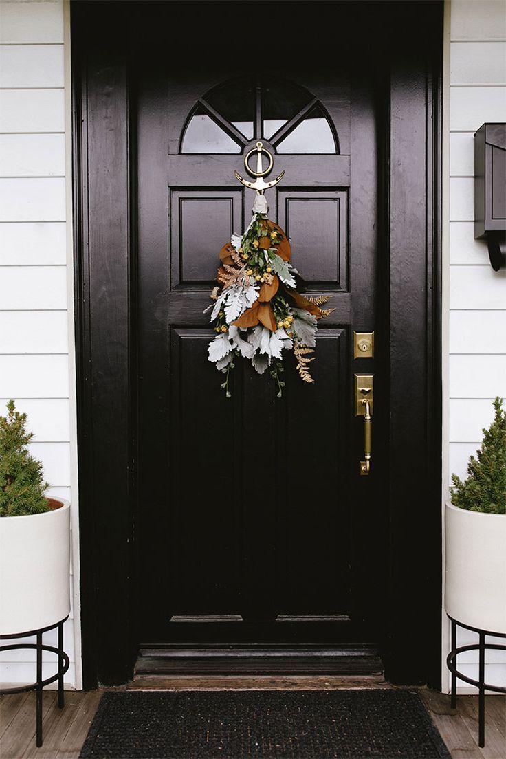 Modern Door Swag Tutorial Diy By The Stemmery Jojotastic Traditional Holiday Decor Diy Holiday Decor Door Swag Tutorial