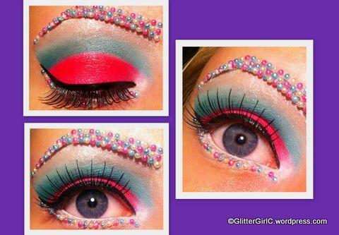 Kandiiiii! Eye make-up kindaaa wild.