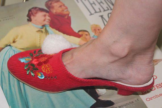 Never Worn Size 6 1960 70s Vintage Mod Floral Red White Corduroy Pom Pom Puff Women S Slip On Slides Mules Shoes Kitten Heels Pumps Slippers Kitten Heel Pumps Kitten Heel Shoes Mules Shoes