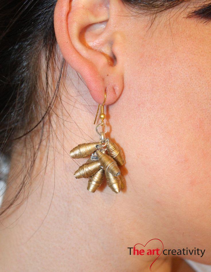Orecchino formato da perle di carta dipinte. #paper #orecchino  #handmade