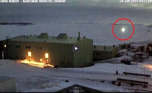 """UFO appears in """"Station Davis"""" Database in Antarctica ( See the Video )"""