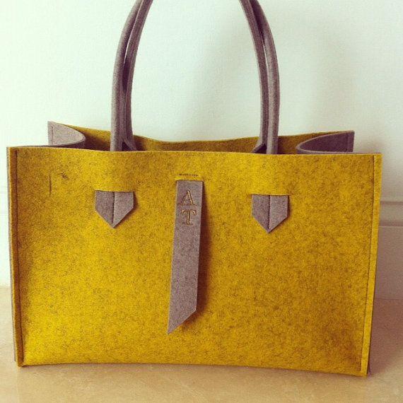 ArtAK FACE Bag. Wool felt tote bag. Made to order. di ArtAK
