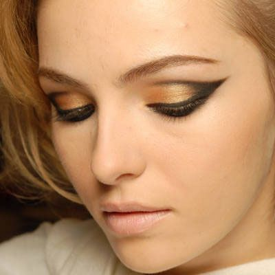 Google Image Result for http://www.bestfashionshows.com/fashiontips/wp-content/uploads/2012/06/SEQUENCE-OF-COMPLETE-EYE-MAKE-UP.jpg
