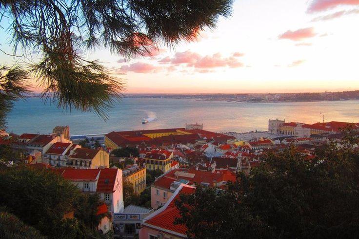 Крыши Лиссабона, Португалия  #travel #travelgidclub #путешествия #traveling #traveler #beautiful #instatravel #tourism #tourist #туризм #природа #архитектура #Лиссабон #Португалия