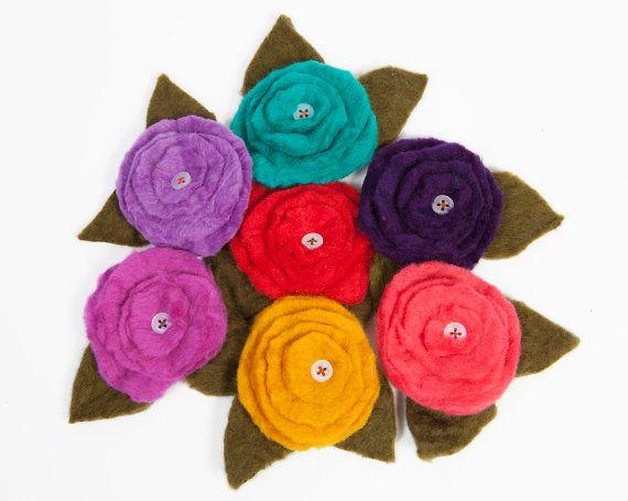 Wool Felt Flower Pin by TissaGibbons on Etsy, €7.00