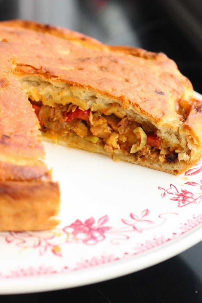 Tourte galicienne au thon et aux poivrons - empanada gallega de atun - Tuna and bell pepper galician pie