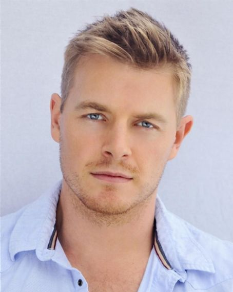 Rick Cosnett as Cash, Jenna's brother.