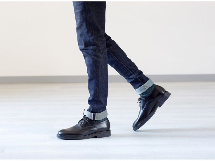 Chaussure basse cuir pour homme.