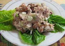 Tuňák salát s fazolemi a majonézou