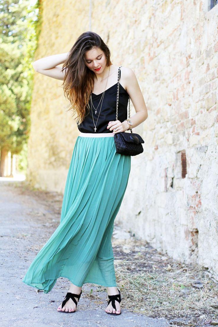 #ireneccloset #irenecolzi #details #fashion #short #hair #streetstyle #outfit #fashionblogger gonna lunga verde e borsa moschino