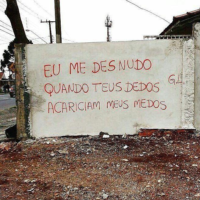 #Repost @zizica ・・・ Curitiba, PR. #olheosmuros #GL #pixo #arteurbana #artederua #poesia #poesiaurbana #streetart #curitiba #PR http://ift.tt/2jln0rn