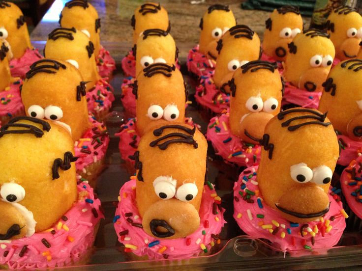 Doh! These Homer Simpson cupcakes were easy to make. Use half a Twinkie, a mini Nilla wafer and Wilton candy eyes and decorate with melted chocolate. Pink frosting and jimmies creat the donut look.