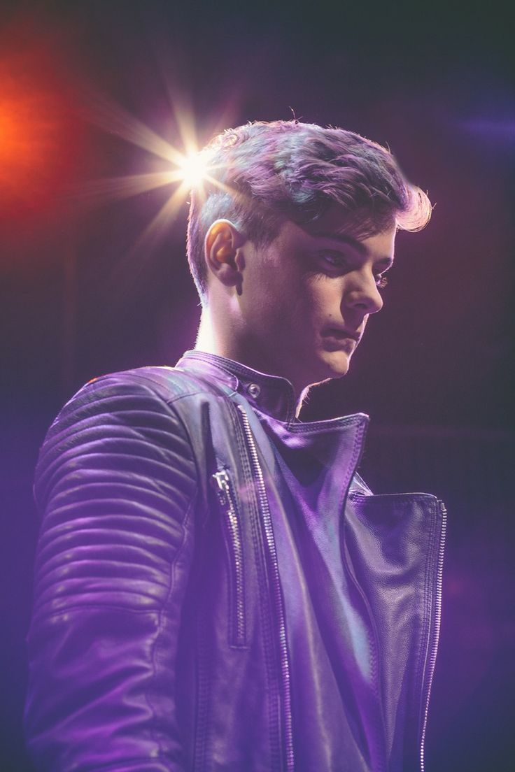 Martin Garrix fans, for more music by Martin Garrix, check out a free DJ Set, for your music collection. get your free copy, Go to http://free-dj-set.djaay.com/index.html
