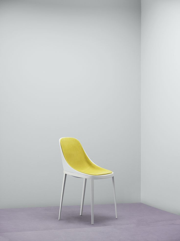 Alias Elle chair in upholstery textile Waterborn, designed by Eugeni Quitllet. Waterborn is a groundbreaking sustainable microfibre textile designed by Aggebo & Henriksen, which makes much less of an impact on the environment than conventionally produced microfibre fabrics.